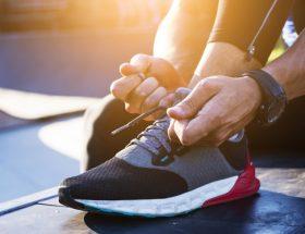 comment cacher un lacet de chaussures